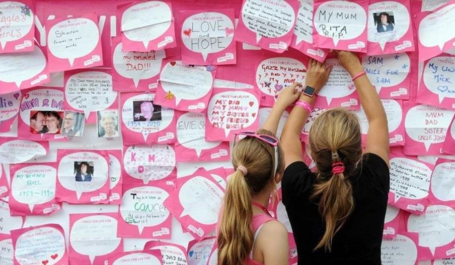A wall filled with messages of support